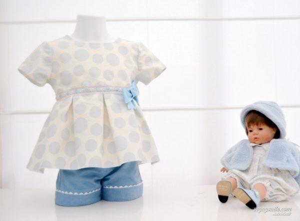 Conjunto para niña compuesto de casaca y pantalón corto en tonos azules