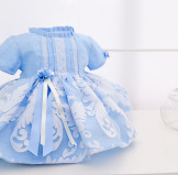 Vestido para niña en organza azul y blanco · Modelo Marina